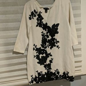 Large WHBM tunic floral design sweater